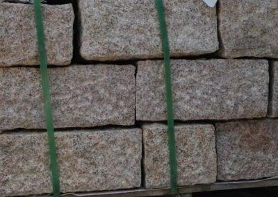 Trockenmauersteine Gartenmauer Quadersteine Blöcke Granit gelb überspitzt Natursteine Eckert Frankenhardt Gartengestalltung Schwäbisch Hall Crailsheim Gaildorf Ellwangen