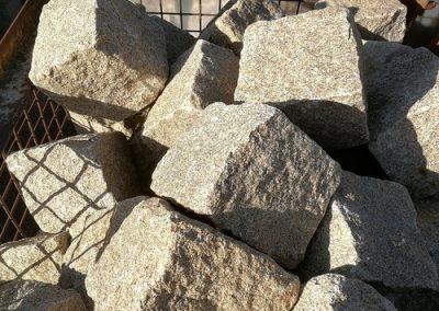 Pflaster Pflastersteine Großpflaster Einfassung Bayernwald Granit gelb-grau