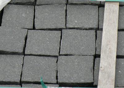 Pflaster Pflastersteine Kleinpflaster Gartensteine Granit schwarz gesägt Natursteine Eckert Frankenhardt Gartengestalltung Schwäbisch Hall Crailsheim Gaildorf Ellwangen