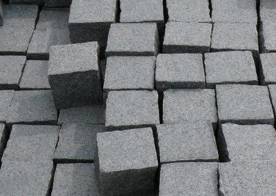 Pflaster Pflastersteine Kleinpflaster Gartensteine Granit anthrazit gesägt Natursteine Eckert Frankenhardt Gartengestalltung Schwäbisch Hall Crailsheim Gaildorf Ellwangen