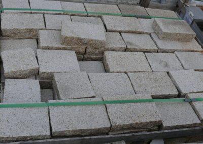 Bodenbeläge Pflastersteine Pflasterplatten Terrassenplatten Bodenplatten Gartenplatten gelb gestockt Natursteine Eckert Frankenhardt Gartengestalltung Schwäbisch Hall Crailsheim Gaildorf Ellwangen