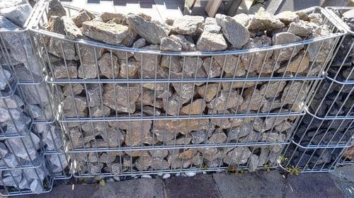 Sichtschutz Gabione auf Maß Gabionenschotter Muschelkalk 60x120 cm Eckert Natursteine